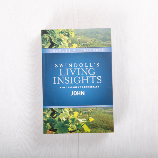 Swindoll's Living Insights New Testament Commentary: John, hardcover by Charles R. Swindoll