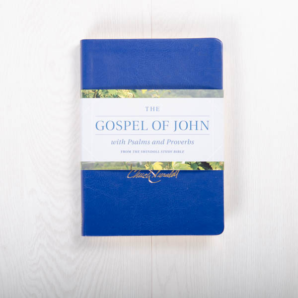 The Gospel of John with Psalms and Proverbs from the Swindoll Study Bible, LeatherLike